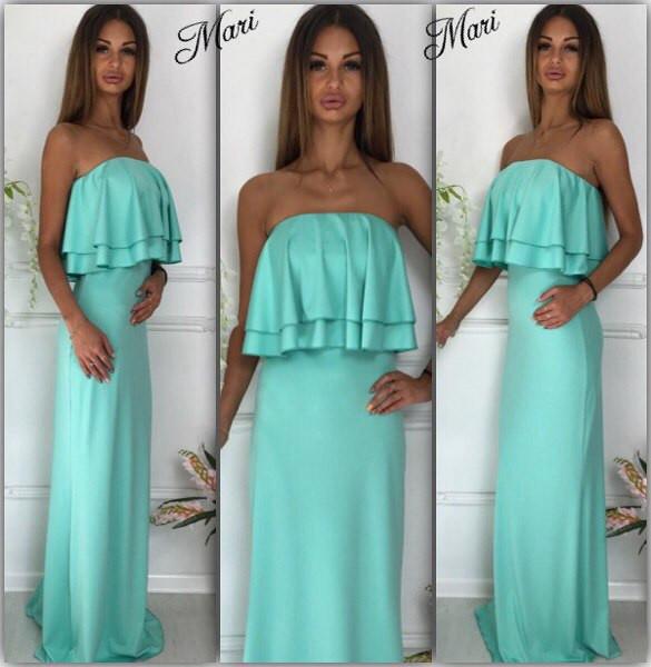 Платье с открытыми плечами и двойным воланом