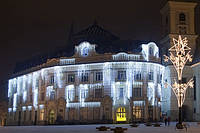 Новогоднее оформление, освещение и украшение фасада, офиса, ресторана, витрины к Новому году