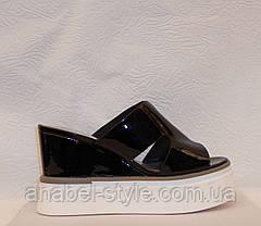 Шлепки женские стильные лаковые черные, фото 2