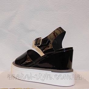 Сандалии женские стильные лаковые черного цвета, фото 2