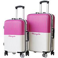 Модный пластиковый чемодан.