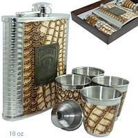 Большая фляга (500 мл), обтянутая кожей со стильной металлической вставкой. 4 стаканчика и лейка. FP982082, фото 1