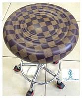 Стул мастера без спинки на колесиках из кожзама шахматка