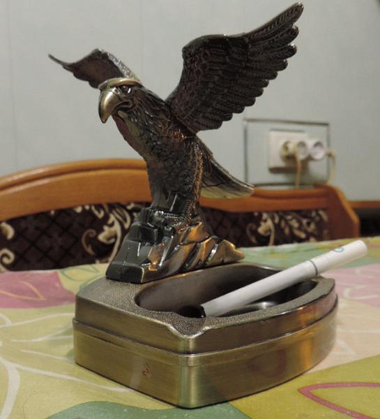 Пепельница с зажигалкой «Взлетающий орел»