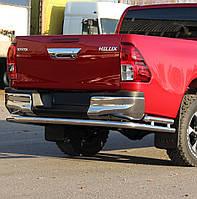 Защита заднего бампера на Toyota Hilux (c 2015---)