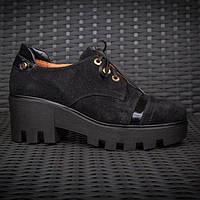 Замшевые женские туфли с лаковыми вставками