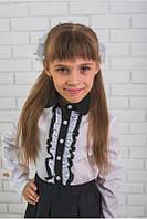 Блузка для девочки с черным воротником