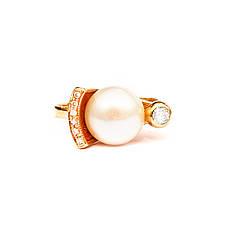 Золотое кольцо с жемчугом и бриллиантами,р19.7