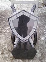 Памятник в виде щита с мечами