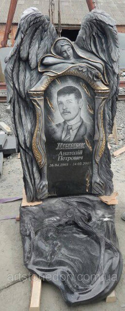 Памятник из гранита Ангел №23
