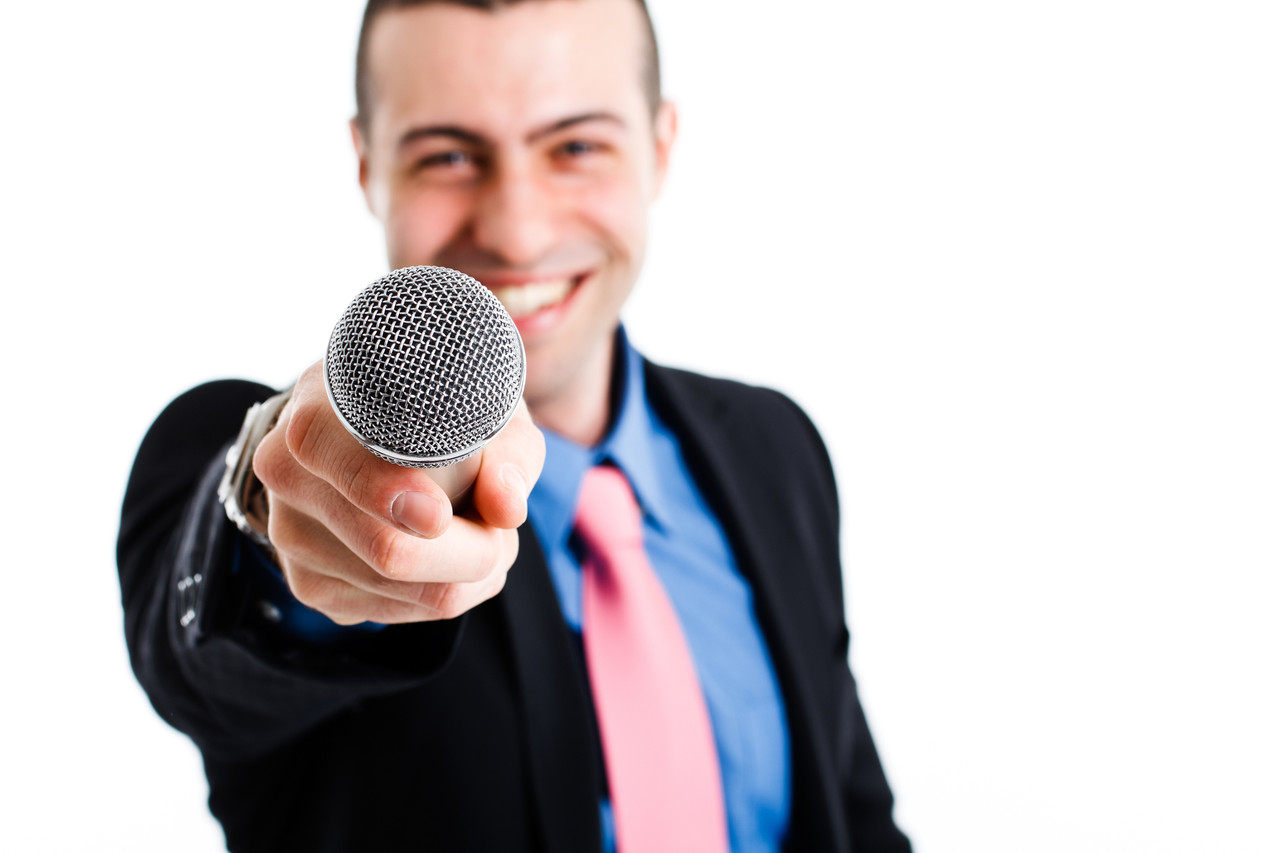 Журналист для интервью на праздник