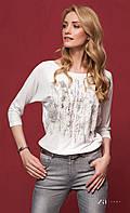 Женская блуза из вискозы молочного цвета с абстрактным принтом, рукав три четверти. Модель Kera Zaps.