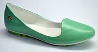 Женские кожаные балетки, цвет салатовый, декорированы фурнитурой., фото 1