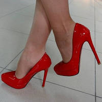 Туфли Christian Louboutin лак красные