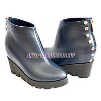Стильные женские синие кожаные ботинки на платформе. Зимний вариант