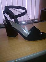 Босоножки черные замшевые на широком среднем каблуке