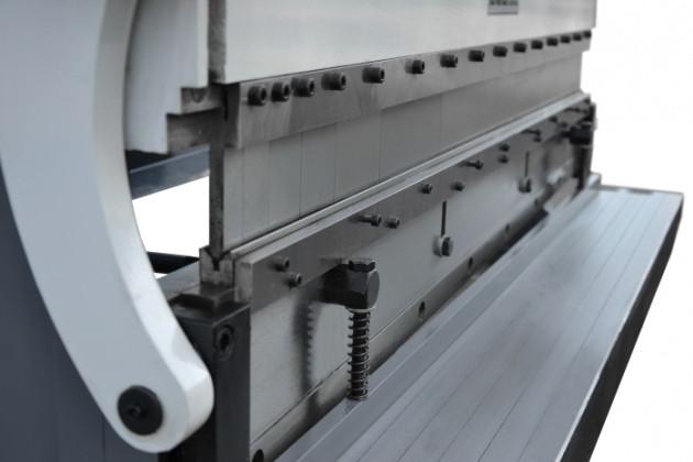 Листогибочный станок  3-IN-1 760x1,0(позволяет резки, гибки и складывания листового металла)