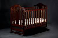Детская кроватка «НАПОЛЕОН NEW» без ящика, колесо-качалка орех