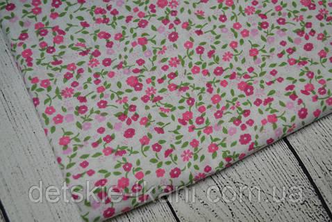 Лоскут ткани №131  с мелкими розовыми цветочками