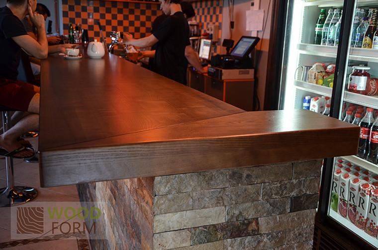 Основная барная стойка, толщина 80 мм, ясень, длина 6,5 метров.