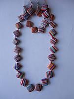 Агат африканский розово-голубой Комплект бусы, серьги, браслет  Ромб 15 мм