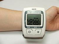 Автоматический тонометр напульсник AEG 5610 BMG. Функция определения аритмии