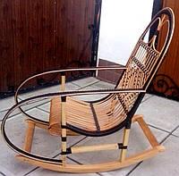 Кресло качалка из ротанга и дерева