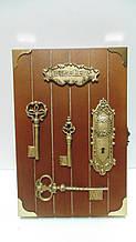 Ключниця настінна дерев'яна «Хранителі будинку» розмір 30*20*5