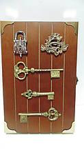 Ключниця настінна дерев'яна «Хранитель ключів» розмір 30*20*5