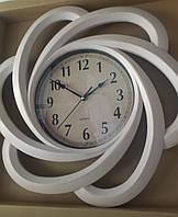 Часы большие настенные,бежевые с золотистой затертостью