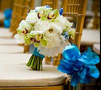 Оформление зала цветами, композиции на столы, подсвечники, арка из живых цветов, украшение цветами салфеток и