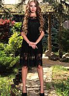 Кружевное черное платье с ажурными рукавами