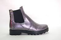 Ботинки срезинками кожаные на ровной подошве.