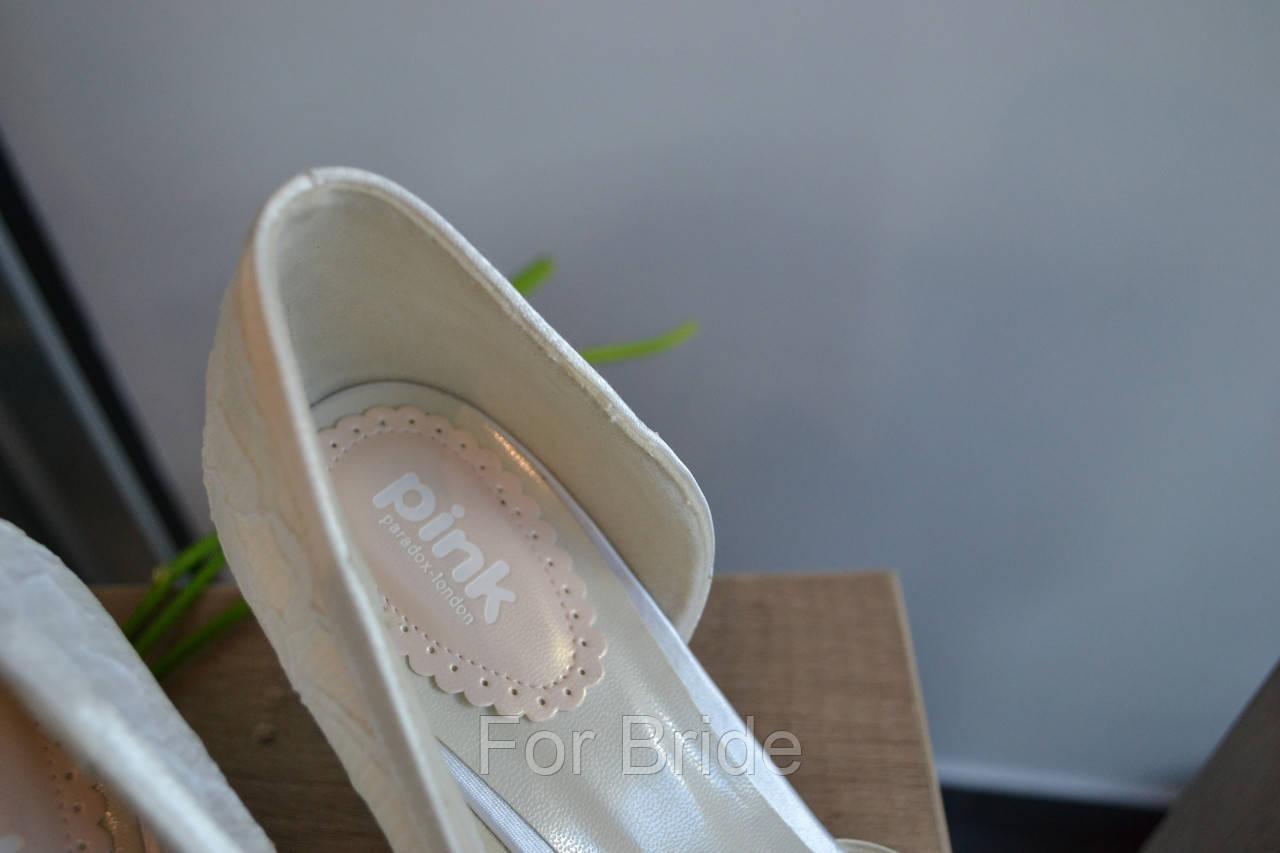 a0ae8cd80a39 Свадебные туфли айвори кружевные с брошью Paradox London  продажа ...