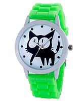 Женские часы GENEVA Женева с белым циферблатом и КОТОМ, силиконовый браслет (салатовый)