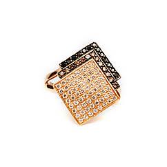 Золотое кольцо с белыми и черными фианитами р19.5