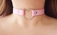 Кожаный чокер с сердцем розовый