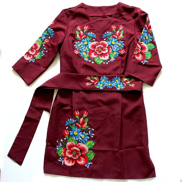 фотография вышитое женское платье бордового цвета