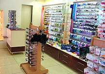 Мебель для магазина одежды из экономпанелей
