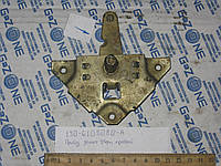 Привод замка двери ЗИЛ 130 131 133ГЯ правый (треугольник) Замок двери (130-6105080-А)