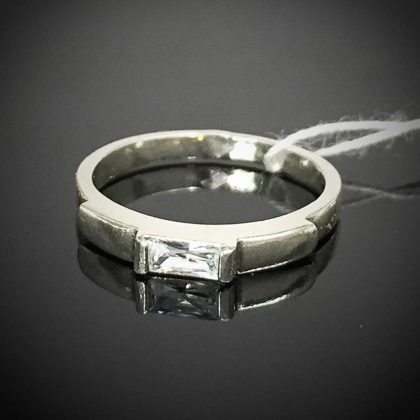 Срібне жіноче кільце з фианитом