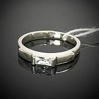 Миниатюрное женское серебряное кольцо со вставками из фианита