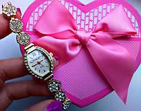 Женские часы со стразами в цветочек