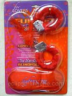 Меховые наручники красного цвета
