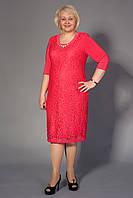 Нарядное гипюровое женское платье кораллового цвета