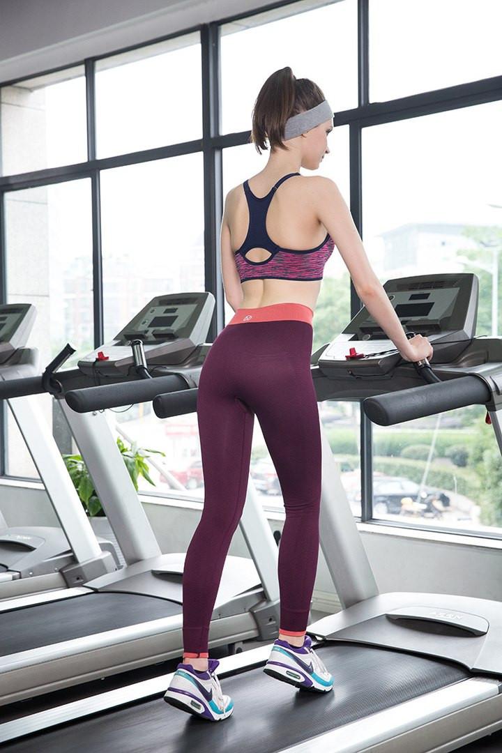 Купить женскую одежду в спортивном стиле