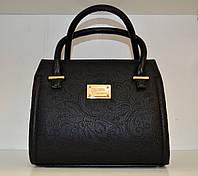 Маленькая яркая женская сумочка