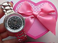 Женские часы Louis Vuitton под серебро