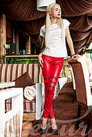 Красные кожаные легинсы