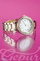 Элегантные золотистые часы